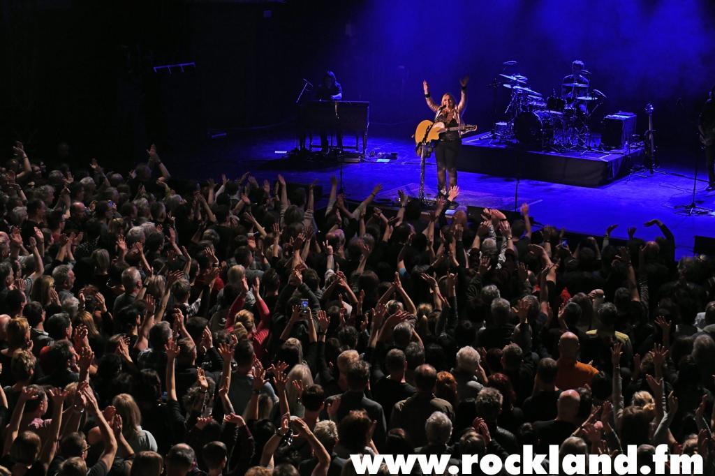 """Leipzig. Sechs mal Platin, zwei Grammys und zweieinhalb Jahre in den Charts: Melissa Etheridges Album """"Yes, I Am"""" war noch erfol <strong class=""""verstecktivw"""">Fotoserie</strong>"""