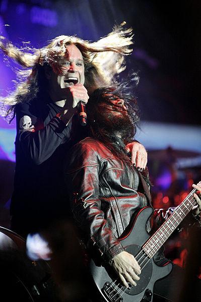 Ozzy Osbourne bringt Fledermaus aus Plüsch raus | ROCKLAND.fm